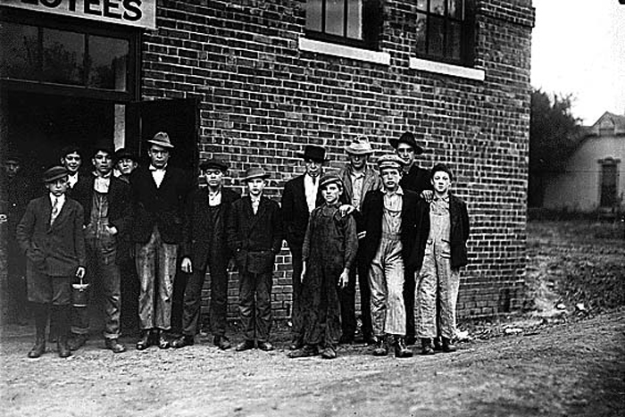child workers at shoe factory in Kirksville, Missouri